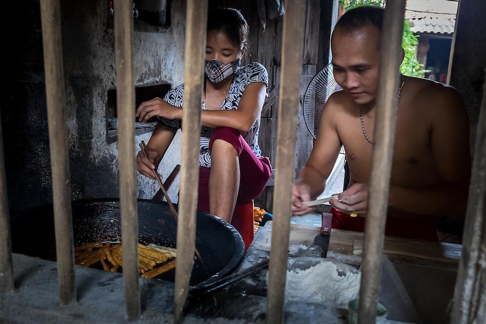 VAN HA, VIETNAM - CIRCA SEPTEMBER 2014: Young Vietnamese coupe cooks at the Lang Gom Tho Ha village. The village belongs to the Van Ha commune, it is located 50km away from Hanoi in Northern Vietman (Daniel Korzeniewski)