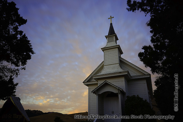 Old Saint Mary's Church of Nicasio Valley (M. Halberstadt / SiliconValleyStock.com)