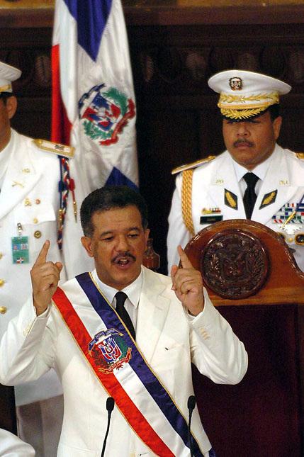 Leonel Antonio Fernández Reyna (Santo Domingo; 26 de diciembre,1953 - ) es un abogado, profesor, escritor y político dominicano. Fue Presidente de la República Dominicana durante los períodos 1996-2000 y 2004-2012. Durante sus gobiernos ocurrieron los más graves casos de corrupción de la historia dominicana.