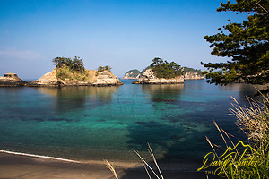 Dogashima lagoon and sea stacks.  The crystal clear water of the Izu Peninsula has made it a popular destination  for scuba diving. (Daryl L. Hunter/© Daryl L. Hunter)