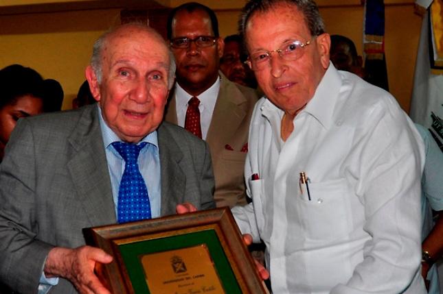UNICARIBE reconoce lucha contra la corrupción de Vincho Castillo