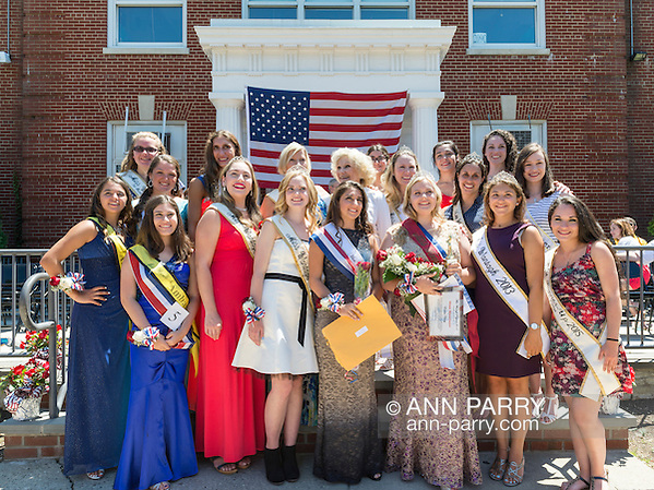 Wantagh, New York, USA. July 4, 2016. EMMA CAREY, newly crowned Miss Wantagh 2016 (front row 3rd from right) and other present and past contestants pose for group photo at the 60th Annual Miss Wantagh Pageant crowning ceremony, an Independence Day tradition on Long Island. Since 1956, the Miss Wantagh Pageant, which is not a beauty pageant, crowns an area high school student based mainly on academic excellence and community service. (Ann Parry/Ann Parry, ann-parry.com)