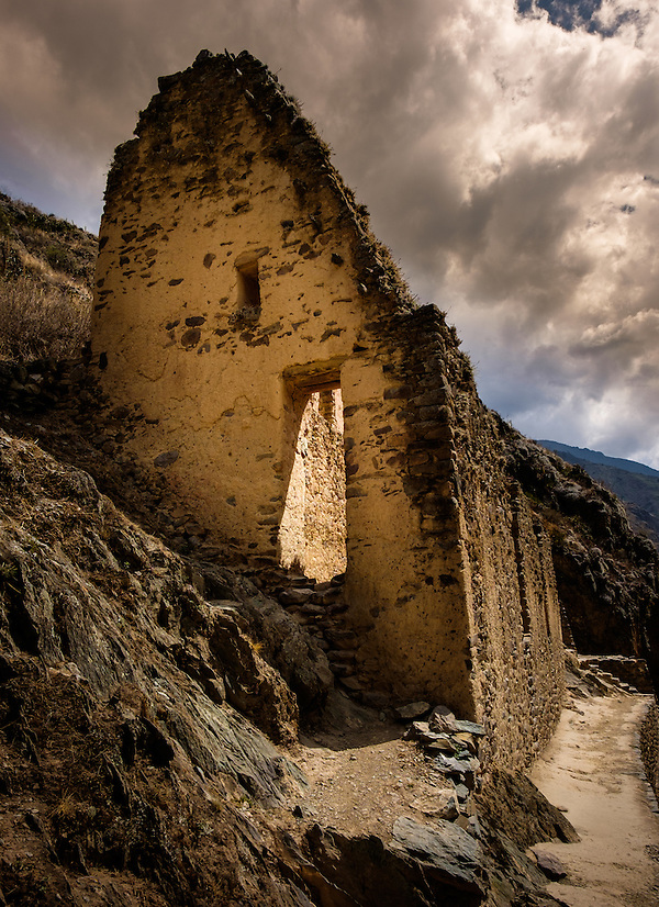 OLLANTAYTAMBO, PERU - CIRCA OCTOBER 2015: Archaeological site of Ollantaytambo, a small village in the Cusco region known as Sacred Valley (Daniel Korzeniewski)