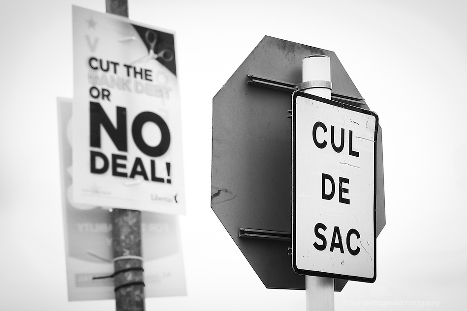 "An ironically placed election poster urging the no vote behind a sign for a dead end ""cul de sac"" (Thomas Fitzgerald)"