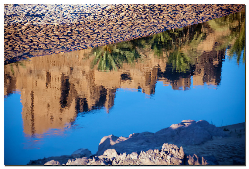 Water reflection of Kasbah Tiffoultoute. (Rosa Frei)
