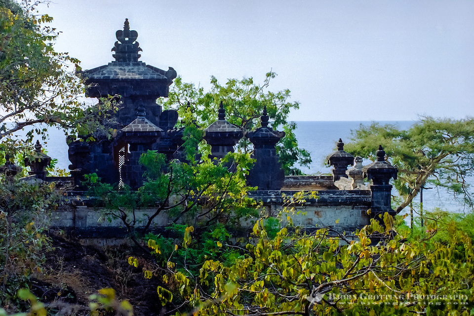 Bali, Buleleng. Northern Bali. The Pura Pulaki temple with a magnificient ocean view. (Bjorn Grotting)