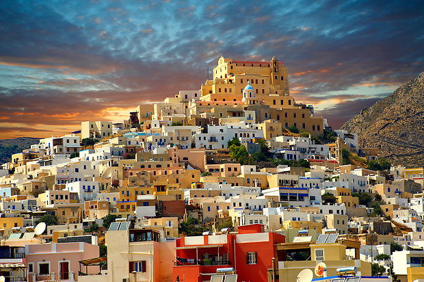 The Venitian City qurter of Ano Syros topped by the Catholic basilica of San Giorgio,  Syros [ ????? ] , Greek Cyclades Islands (Paul Williams)