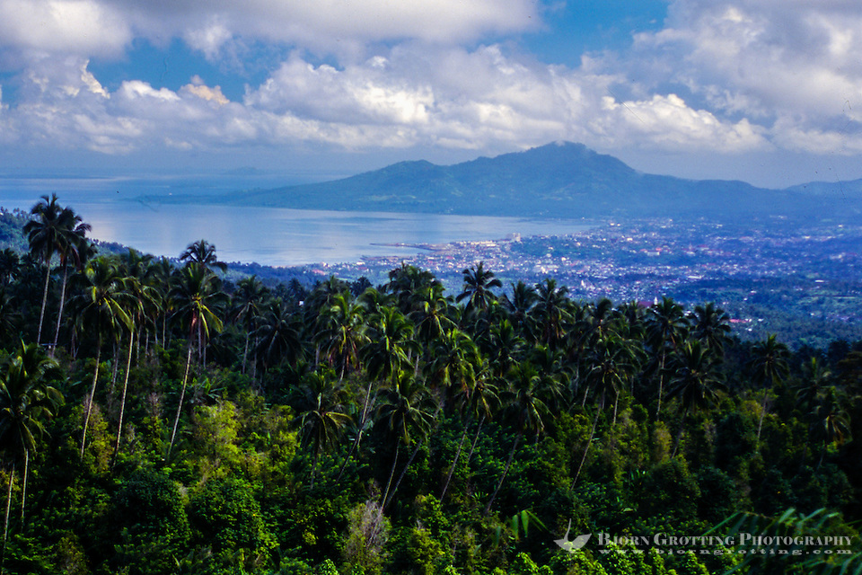 Indonesia, Sulawesi, Manado. View towards Manado city from Tinoor on the road to the Minahasa highlands. (Photo Bjorn Grotting)