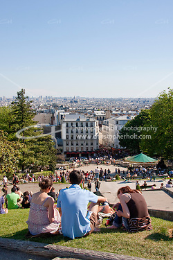 Tourists admire view from Montmartre in Paris France in May 2008 (Christopher Holt LTD - LondonUK, Christopher Holt LTD/Image by Christopher Holt - www.christopherholt.com)