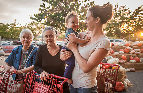 Vanessa Holt with her daughter Amaya and her mother and grandmother at the Trader Joe's in Santa Rosa, CA (© Clark James Mishler)