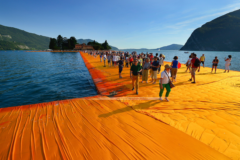 """Christo's & Jeanne-Claude's """"The Floating Piers"""" Project on Lake Iseo as experienced by the visiting public. (Philipp S. Soheili)"""