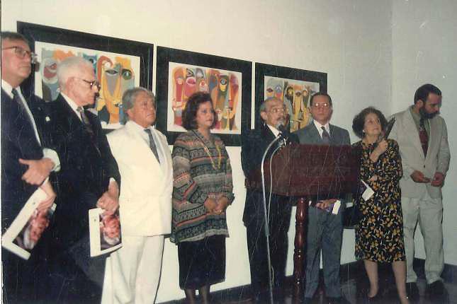 De izquierda a derecha el Embajador de Ecuador, Juan Bosch, Oswaldo Guayasamín, Verónica Sención, Pedro Mir, Rector UASD, Carmen Quidiello de Bosch y Porfirio Herrera