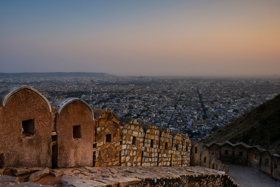 JAIPUR, INDIA - CIRCA NOVEMBER 2016: Panoramic View of Jaipur from the Fort Nahargarh (Daniel Korzeniewski)