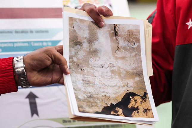 CARACAS (VENEZUELA), 30/10/2013.- Fotografía cedida por el Palacio de Miraflores donde se observa una imagen presentada por el presidente de Venezuela, Nicolás Maduro, hoy, miércoles 30 de octubre de 2013, durante un acto de Gobierno en Caracas (Venezuela). Maduro aseguró que el rostro del fallecido gobernante Hugo Chávez (1999-2013) apareció en una de las paredes rocosas de uno de los túneles, que forman parte de la excavación de una línea en construcción del Metro de Caracas, y de la cual mostró una foto. EFE/Prensa Miraflores/SOLO USO EDITORIAL/NO VENTAS Crédito: EFE  Fuente: PALACIO DE MIRAFLORES