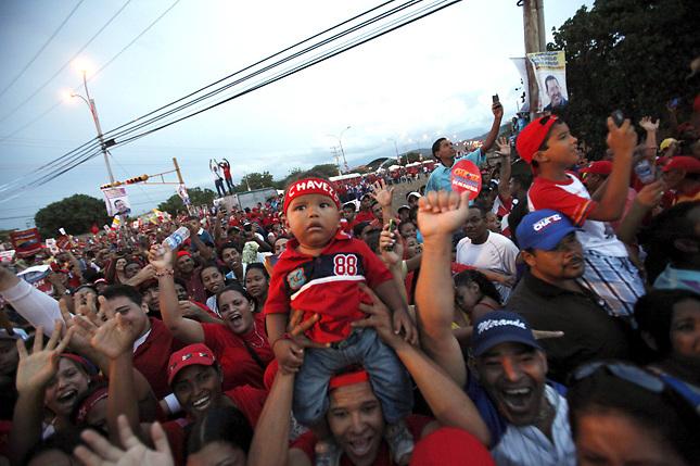 Chávez llega a elecciones puntero en las encuestas y con buena aprobación