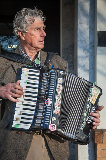 Artist and street musician, Rev. Richard Southard, Sonoma, CA. (Clark James Mishler)