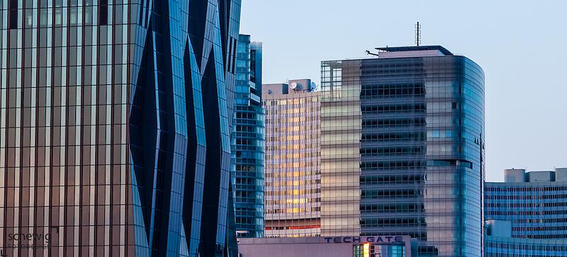 DC Tower 1 (Dominique Perrault), Hochhäuser Donaucity, Fassadenausschnitt, Österreich, Wien, Donaustadt, Kaisermühlen, Sonnenuntergang (Dieter Schewig)