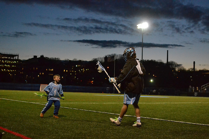 16/4/12 – Medford/Somerville, MA – Tufts men's lacrosse team players at the game versus Endicott April. 12, 2016. (Ziqing Xiong / The Tufts Daily) (Ziqing Xiong / The Tufts Daily)