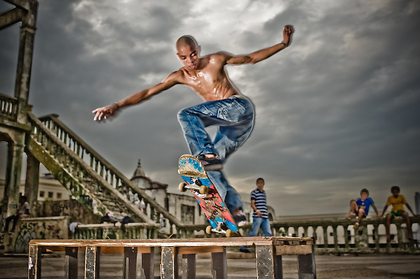 Local skateboarders turn the swimming pool deck of an old Casco Viejo mansion into a makeshift skatepark.. (Jesse Justice)