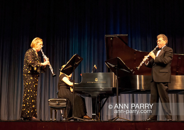 Stanley Drucker, world famous clarinetist and former member of New York Philharmonic for 60 years, and Naomi Drucker, clarinetist and her wife, performing at MBCCA Concert, New York, November 13, 2010 (Ann Parry/Ann Parry, Ann-Parry.com)