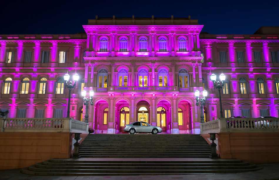 View of the entrance the Pink House, Casa Rosada, in Buenos Aires Argentina. this is the Goverment House of Argentina (Daniel Korzeniewski)