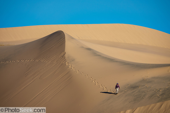 Kelso Dunes, Mojave National Preserve, near the town of Baker, in San Bernardino County, California, USA. (© Tom Dempsey / PhotoSeek.com)