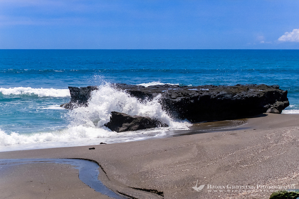 Bali, Badung, Canggu. Enjoy blue sky and sea at Canggu. (Photo Bjorn Grotting)
