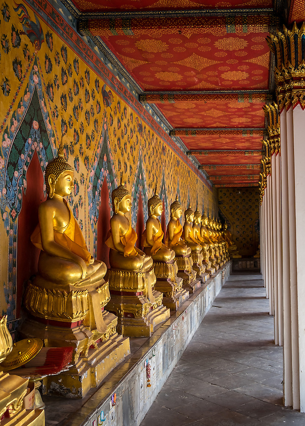 BANGKOK, THAILAND - CIRCA SEPTEMBER 2014: Inside hallway in  Wat Arun, a  popular Buddhist temple in Bangkok Yai district of Bangkok, Thailand, on the Thonburi west bank of the Chao Phraya River (Daniel Korzeniewski)