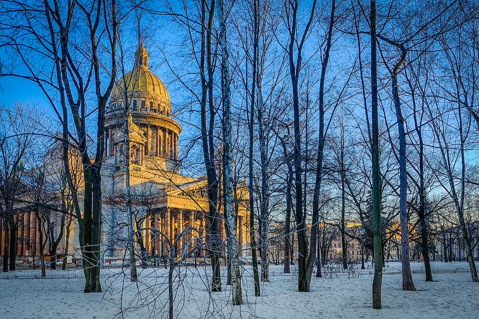 Saint Isaac's Cathedral in  Saint Petersburg, Russia (Daniel Korzeniewski)