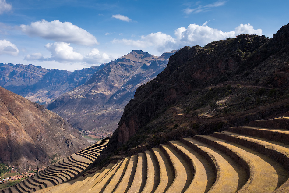 PISAC, PERU - CIRCA OCTOBER 2015: Inca Terraces in the PIsac arqueological site, on the Cusco region known as Sacred Valley (Daniel Korzeniewski)