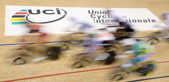06 DEC 2014 - STRATFORD, LONDON, GBR - Competitors race round the track during the men's Omnium Elimination Race during the 2014 UCI Track Cycling World Cup  at the Lee Valley Velo Park in Stratford, London, Great Britain (PHOTO COPYRIGHT © 2014 NIGEL FARROW, ALL RIGHTS RESERVED) (NIGEL FARROW/COPYRIGHT © 2014 NIGEL FARROW : www.nigelfarrow.com)