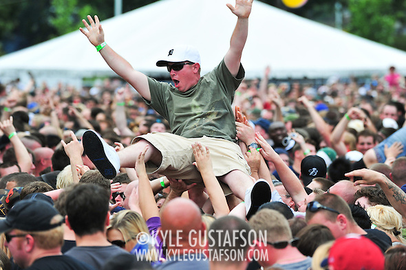 Crowd_Surfing-6089.jpg