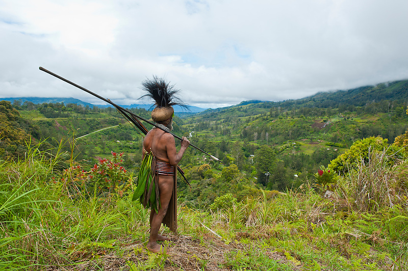 Colourful dressed local tribal chief in the Highlands of Papua New Guinea, Melanesia (Michael Runkel)