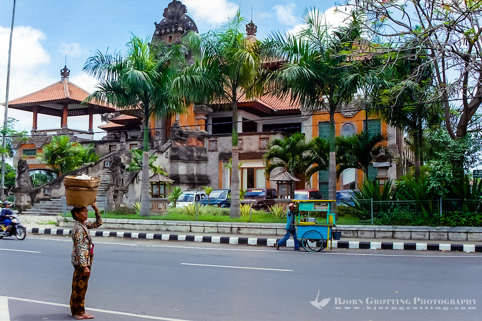 Bali, Gianyar. Administration building in Gianyar city. (Photo Bjorn Grotting)