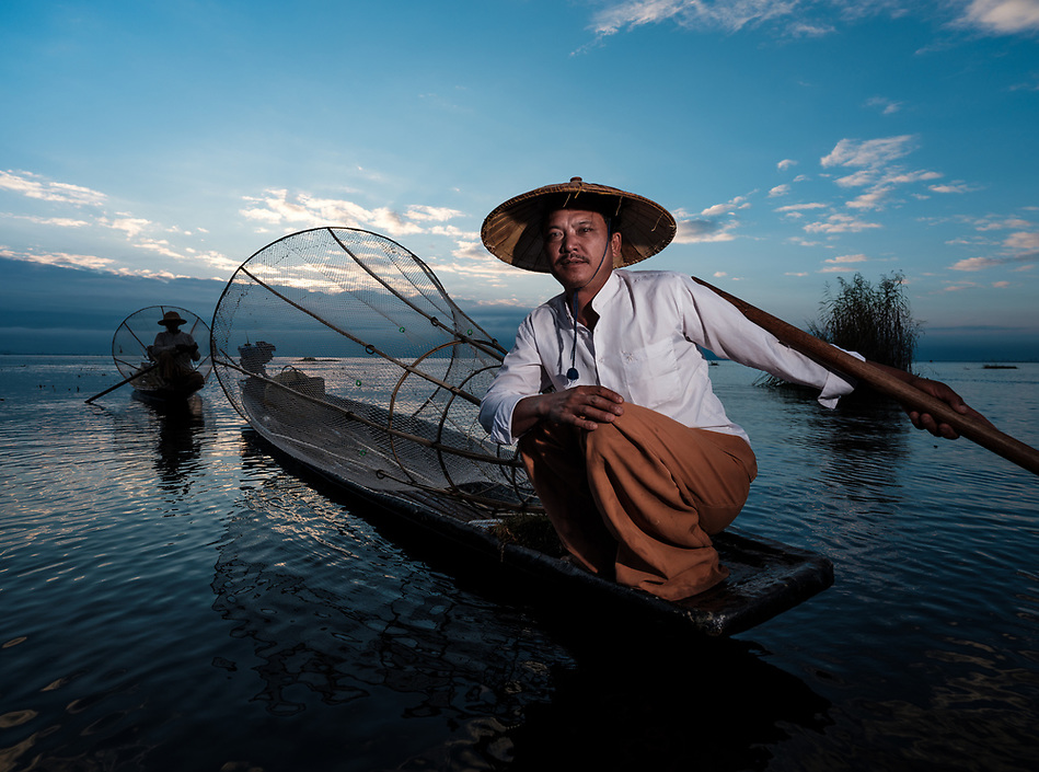 INLE LAKE, MYANMAR - CIRCA DECEMBER 2017: Fisherman of Inle Lake, Myanmar (Daniel Korzeniewski)