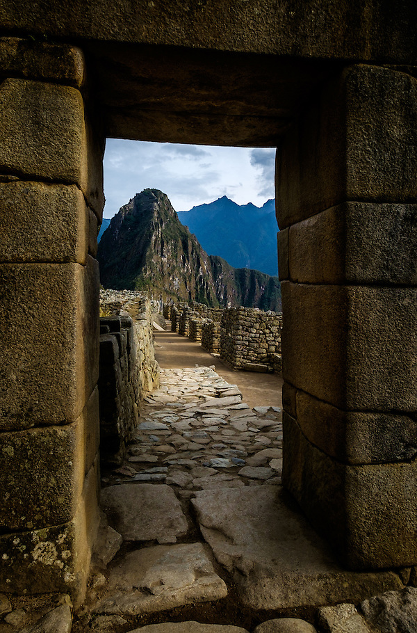 MACHU PICCHU, PERU - CIRCA OCTOBER 2015: Old city gate in Machu Picchu in Peru (Daniel Korzeniewski)