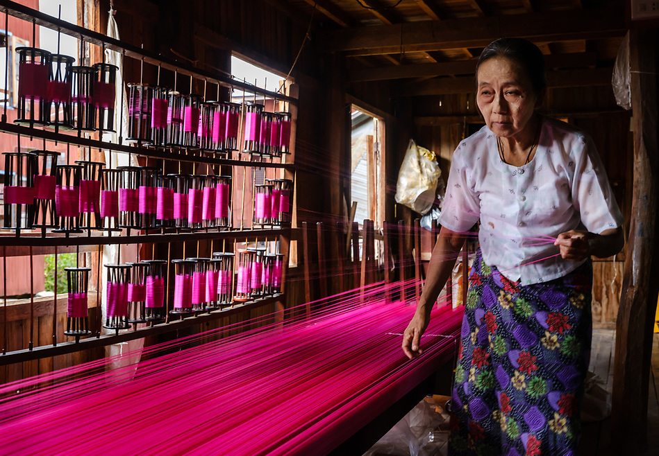 INLE LAKE, MYANMAR - CIRCA DECEMBER 2017: Burmese woman working a the lotus silk weaving handicraft village in Inle Lake (Daniel Korzeniewski)
