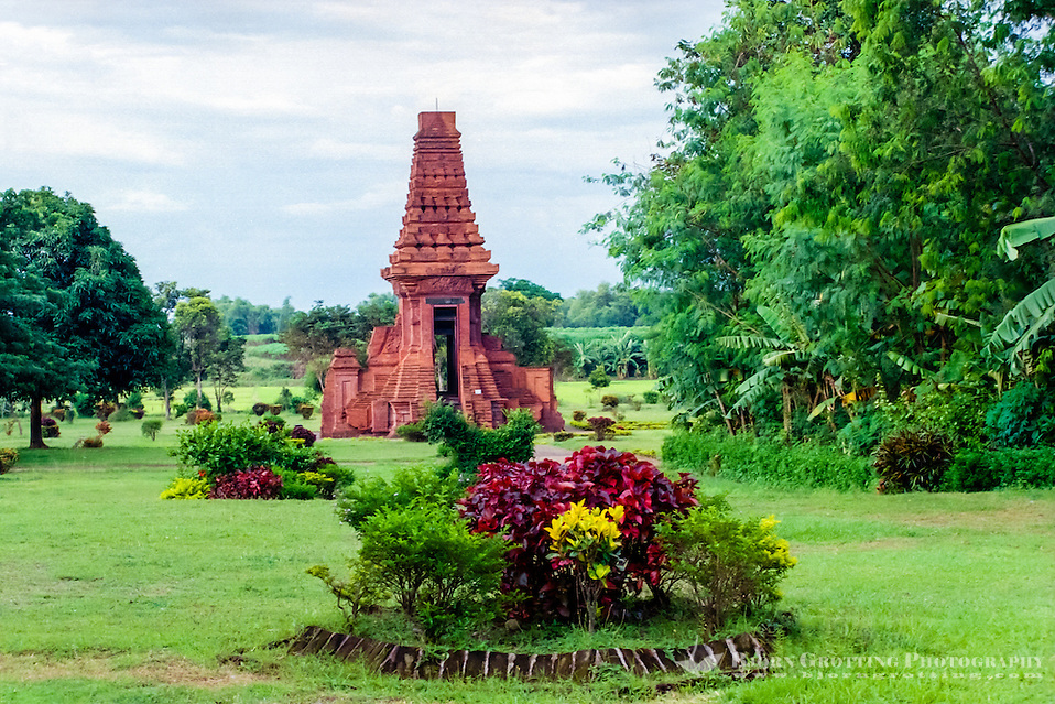 Java, East Java, Trowulan. Candi Bajang Ratu, a gate from the 14th century, close to Trowulan and Mojokerto. The wall it was once a part of is gone a long time ago. (Bjorn Grotting)