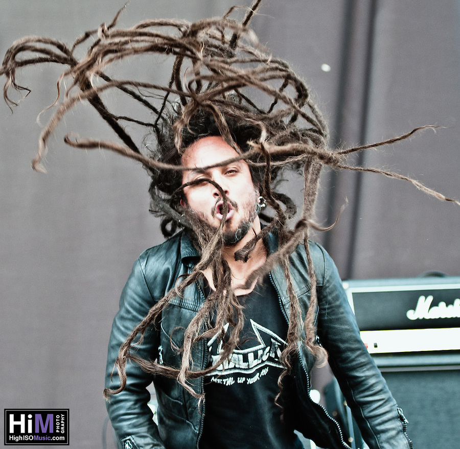 Straight Line Stitch performing at Heavy MTL 2011 in Montreal, QC. (Golden G. Richard III)