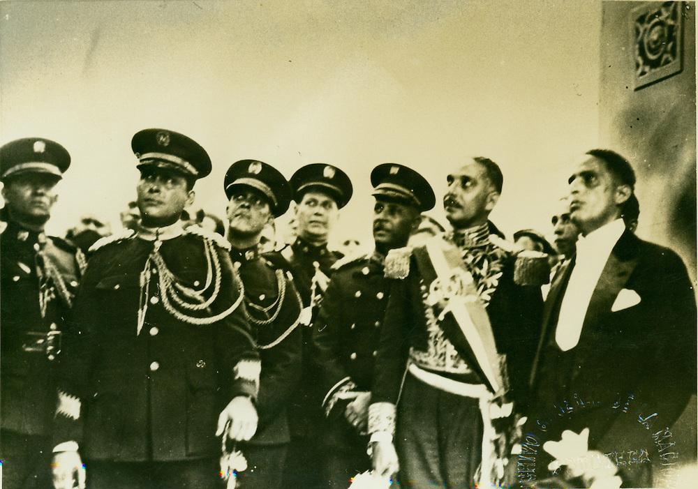 El Presidente Trujillo y el Vicpresidente Lic. Rafael Estrella Ureña, observan  las maniobras militares ejecutadas tras el acto de la juramentación presidencial, en 1930. Foto AGN