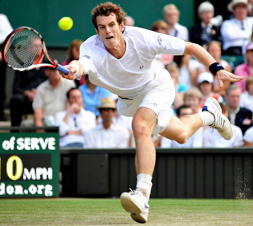 28TH JUNE 2008, WIMBLEDON TENNIS CHAMPIONSHIPS, THIRD ROUND, ANDY MURRAY PLAYING AGAINST TOMMY HASS OF GERMANY ON CENTRE COURT, ROB CASEY PHOTOGRAPHY. (ROB CASEY/ROB CASEY PHOTOGRAPHY)