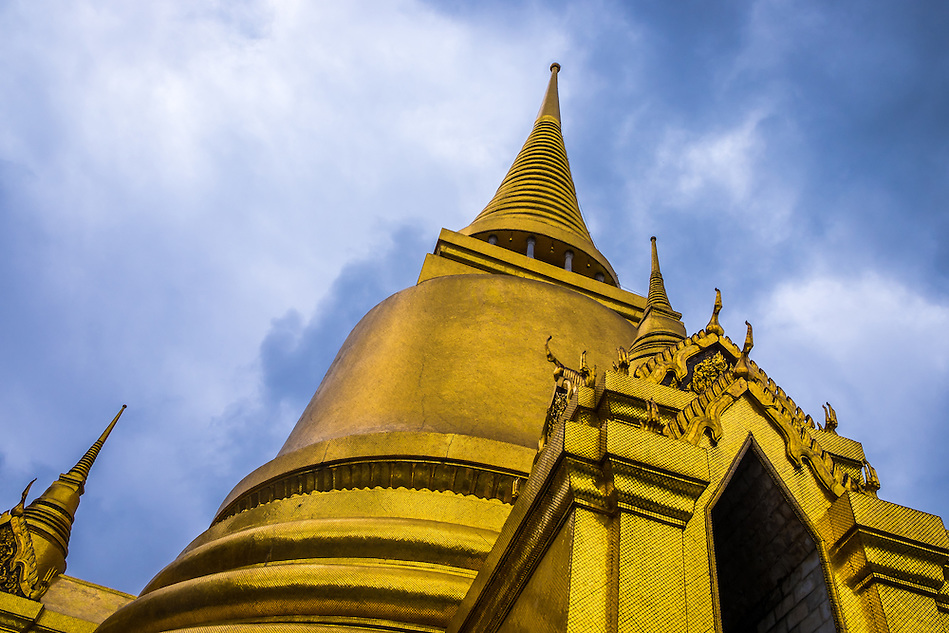 BANGKOK, THAILAND - CIRCA OCTOBER 2014: Detail view of Wat Phra Kaew, Gold Thai Pagoda in the Bangkok Royal Palace (Daniel Korzeniewski)