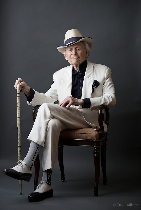 essays written by tom wolfe
