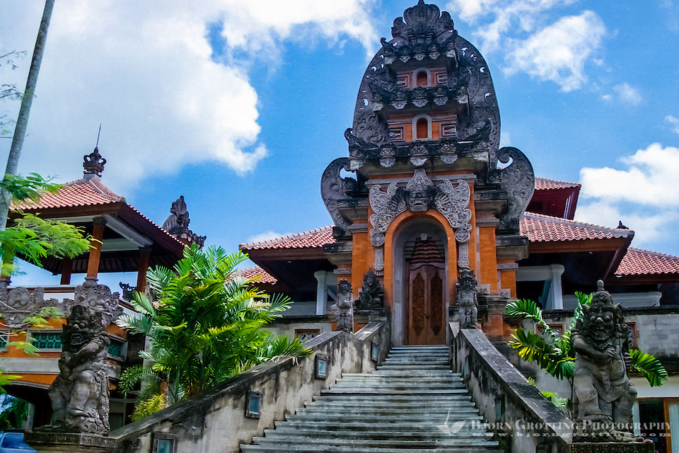 Bali, Gianyar. Administration building, Balinese style. (Photo Bjorn Grotting)