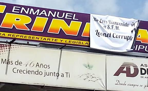 Letreros de rechazo a Leonel Fernández