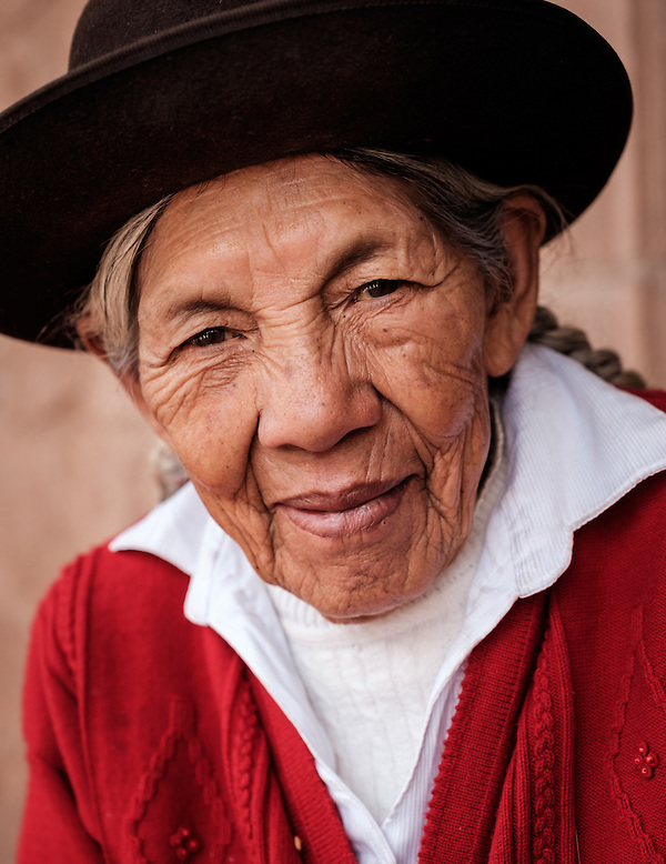 PISAC, PERU - CIRCA OCTOBER 2015: Portrait of local woman in the town of Pisac, a town in the Cusco region known as Sacred Valley (Daniel Korzeniewski)
