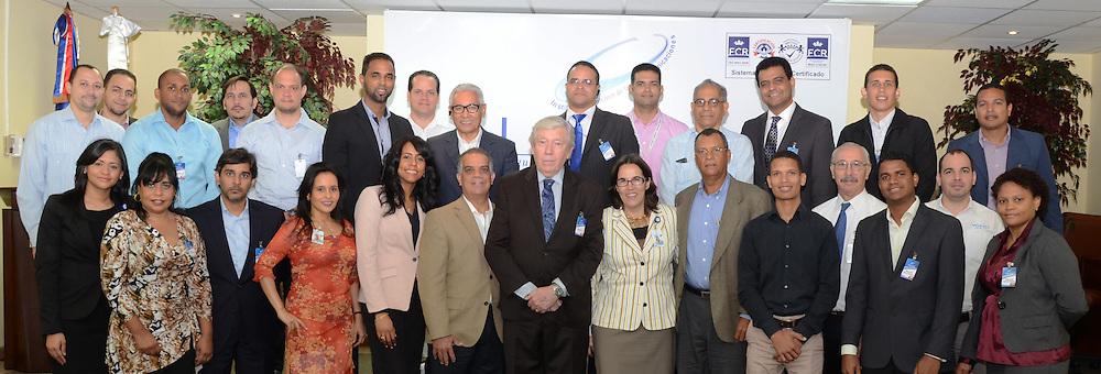 """Los participantes en el encuentro """"ICANN y el Rol de los ISPs en el ecosistema de Internet"""", que se celebró en el salón multiuso del Indotel."""