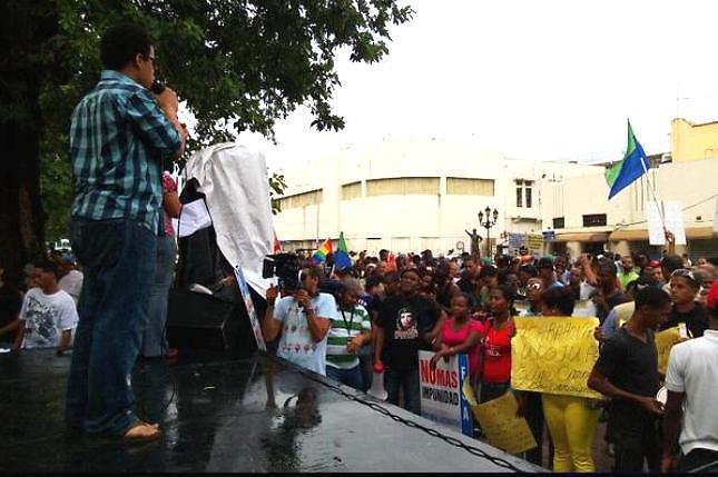 Ciudadanos desafían las lluvias para protestar contra la corrupción y la impunidad