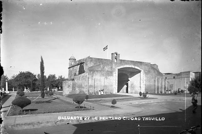 La Puerta del Conde en los años cincuenta del siglo XX