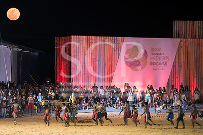 Indigenous peoples of many ethnic groups watch a demonstration of the log race by Xerente warriors under a full moon at the International Indigenous Games, in the city of Palmas, Tocantins State, Brazil. Photo © Sue Cunningham, pictures@scphotographic.com 27th October 2015 (Sue Cunningham/SCP)